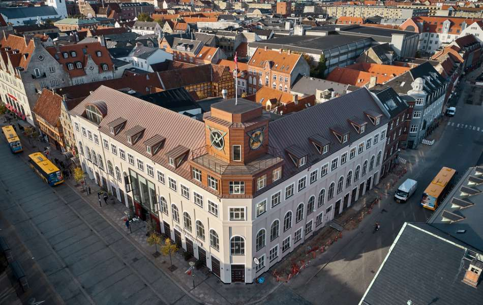 Eye-catching copper roof in the heart of Aalborg, Østerågade 27, 9000 Aalborg